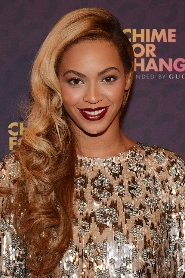 Beyoncé revived her favourite style: side-parted bouncy waves at the Chime for Change concert in June.