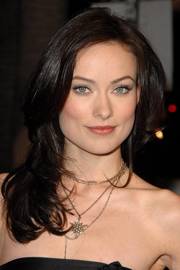 Olivia smolders with dark waves paired with a burgundy lip at the 2007 'Alpha Dog' Los Angeles premiere.