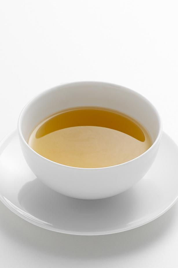 ***Green tea***<br><br> Used for thousands of years as a digestive, green tea contains tannins including polyphenol, an antioxidant scientifically proven to have anti-inflammatory qualities.