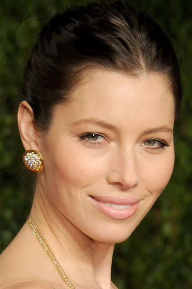 The ever-classy Jessica Biel stuns with flushed cheeks and a natural pink pout.