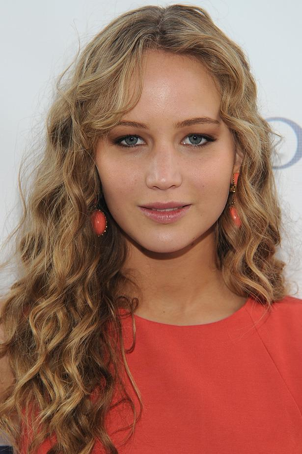 Jennifer's natural curls give us all hair envy. Here she keeps the look simple with a defined eye and a natural glow.