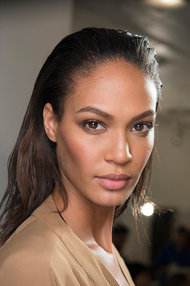 This subtle bronze look was practically made for Sunday brunch. Contour and highlight cheekbones with a matte bronzer, and don't forget to finish the look with a dash of metallic bronze eye shadow.