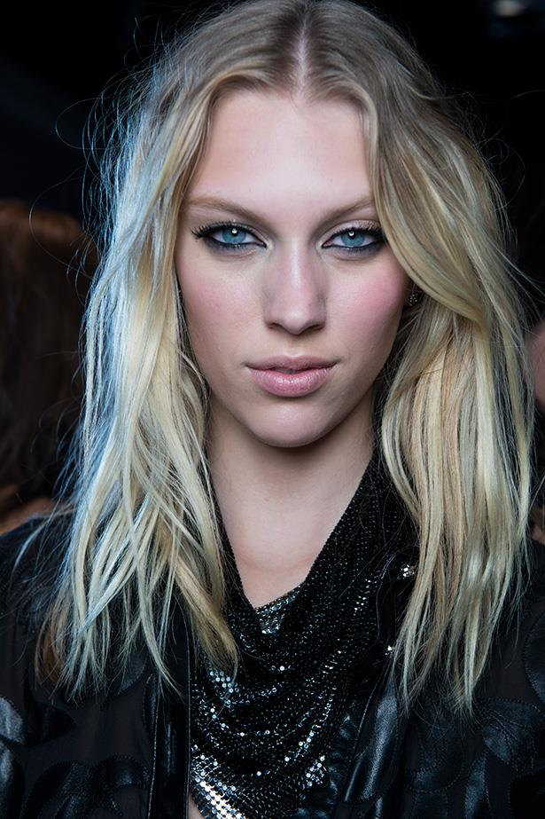 No matter the occasion, black kohl-defined eyes and lashings of mascara is always nice—and practically designed for warm weather bar hopping.