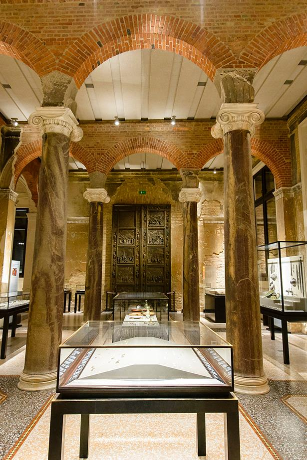 Neues Museum interior