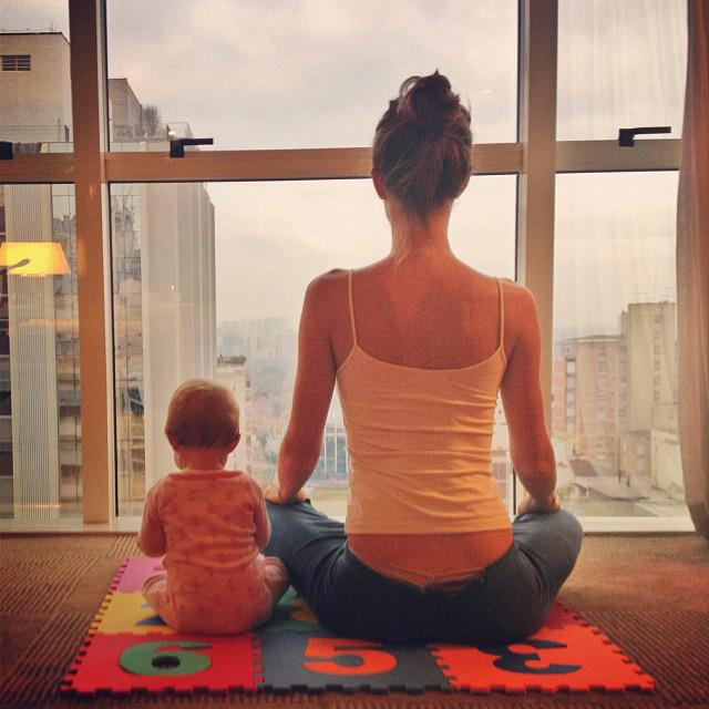 """MORE yoga with Vivian. """"Good morning! Getting ready for work. #quickmeditation #grateful,"""" Bündchen posted."""
