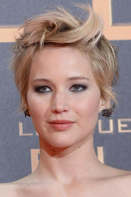 <strong>The faux-cuff</strong><br> Jennifer Lawrence's Anna Khouri earrings took flight! This studded style gives the allusion of an ear-cuff and has a whole lotta wow-factor.