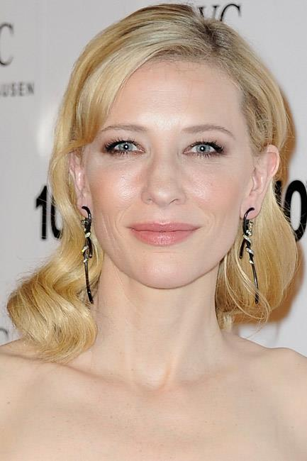 <strong>The Art Deco</strong><br> Instead of the usual gold, silver or bronze variety, Cate Blanchett demonstrated another winning-style of earrings: the ceramic twisted black kind.