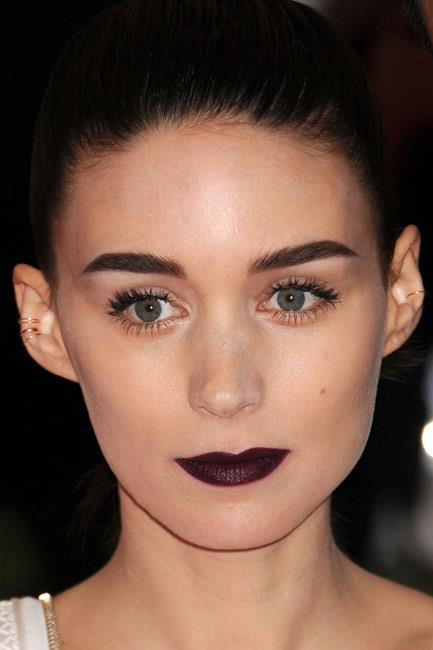<strong>The bling rings</strong><br> Sometimes making a statement is all in the details. Rooney Mara demonstrated that less was more, when she wore super, <em>super</em>, fine gold hoops up and down her ears.