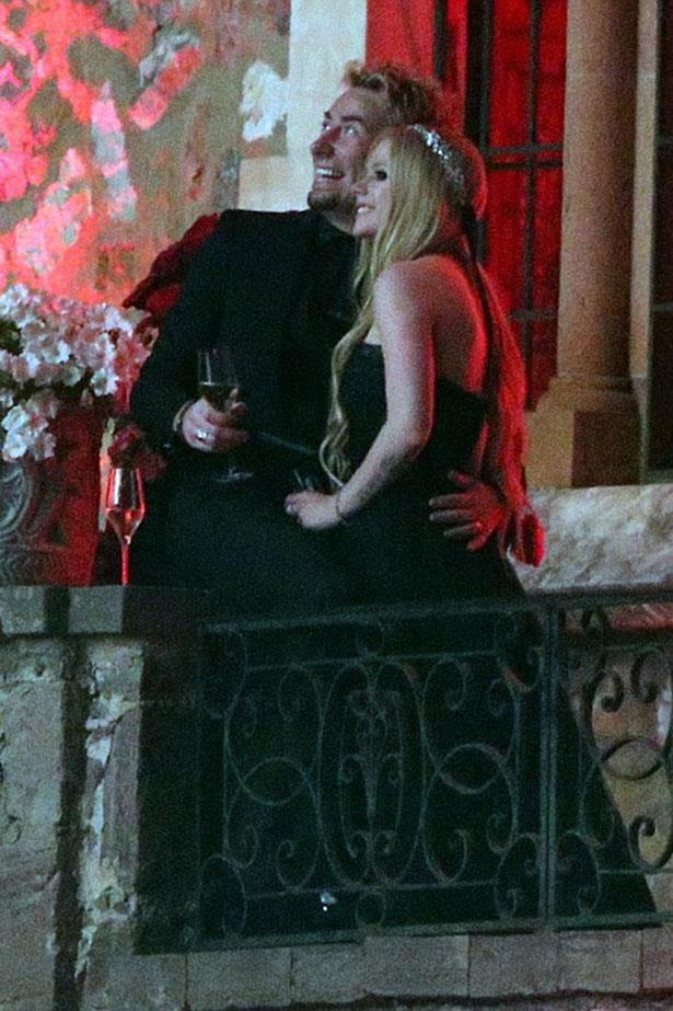 **Avril Lavigne<**br><br> If you're going to have a goth-themed wedding, a black dress is a must. Luckily Monique Lhuillier had just the thing for pop rocket Avril Lavigne's 2013 wedding to Nickelback frontman Chad Kroeger.</p>