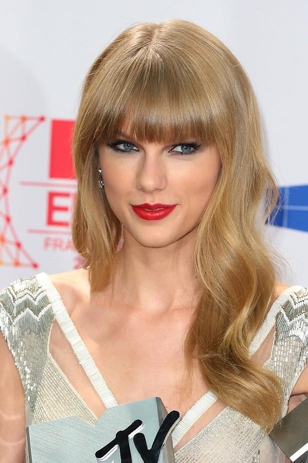 Swift attended the 2012 MTV EMAs with her long blonde locks set in natural glossy waves.