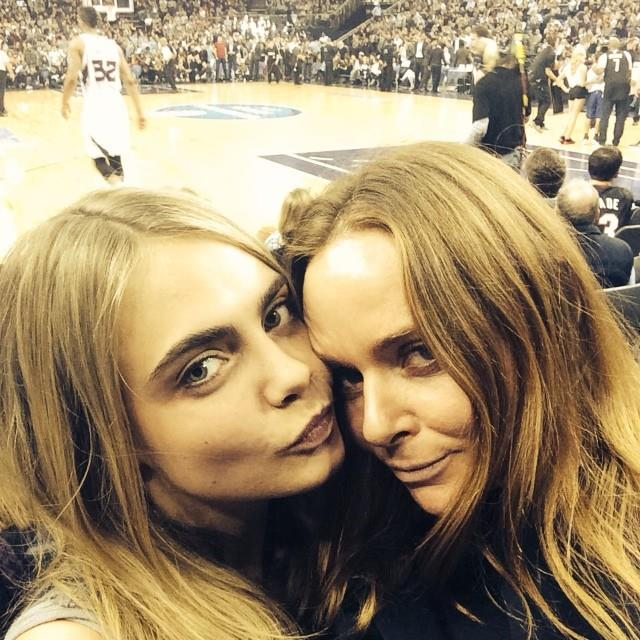 With the likes of A$AP Rocky, Karl Lagerfeld and Stella McCartney gracing her grid, Cara knows how to turn it on for the app, court side and on the catwalk.