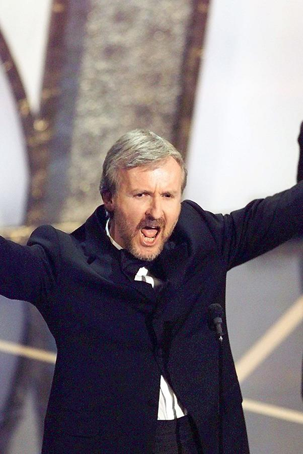 "<strong>James Cameron, 1998</strong><br> When James Cameron took out the Best Director for Titanic, his speech was relatively to the book. That is, until he busted out the ultimate dad joke, yelling ""I'm the king of the world!"" LOL."