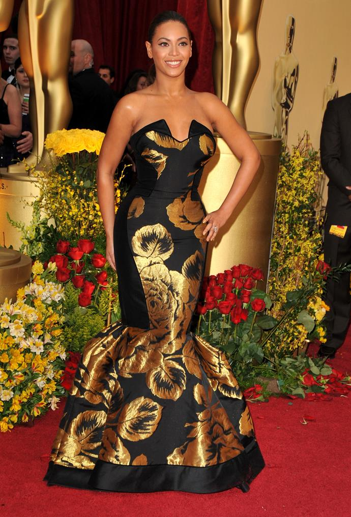 Beyonce at the 77th Academy Awards, 2005, wearing Atelier Versace.