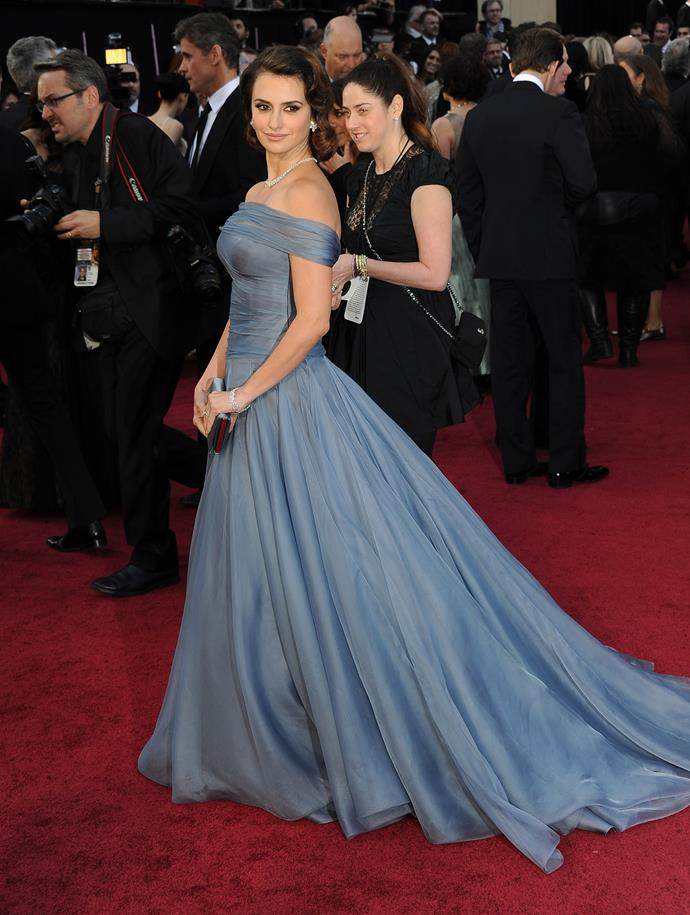 Penelope Cruz at the 84th Academy Awards, 2012, wearing Armani Privé and Chopard jewellery.