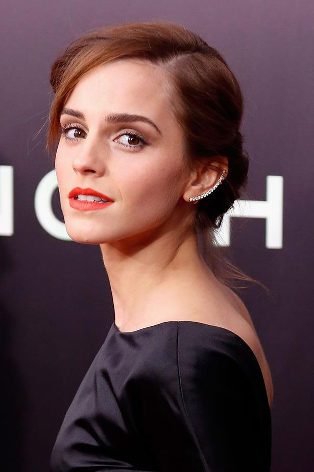 Double offender Emma Watson this time opts for a refined style of a single row of diamonds.