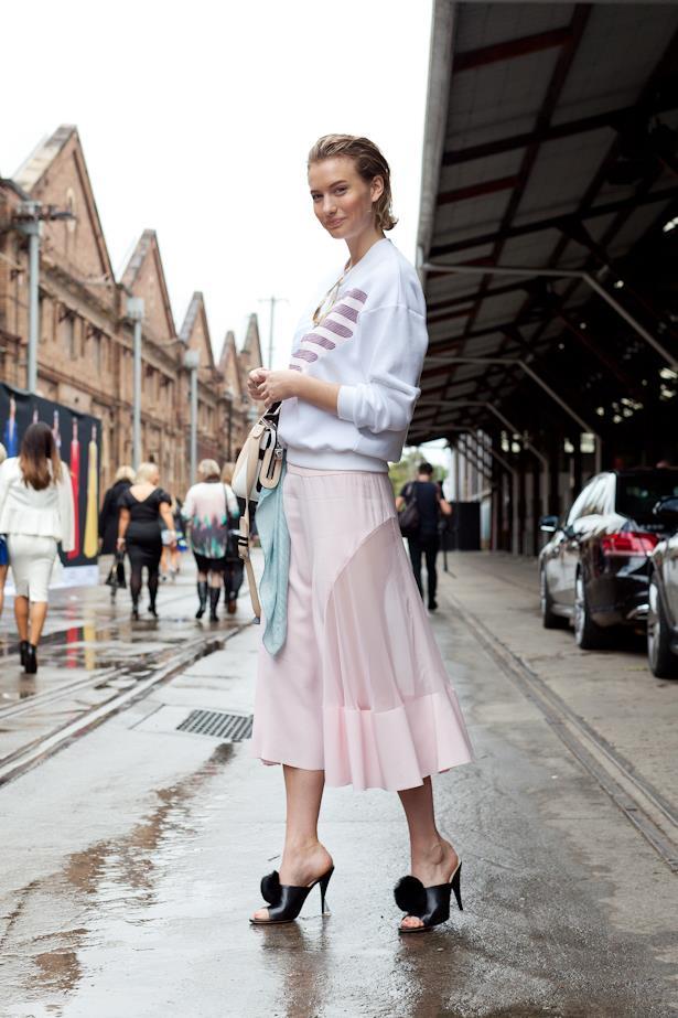 Australian blogger Zanita Morgan wears an abundance of pastel pink with pompom mule