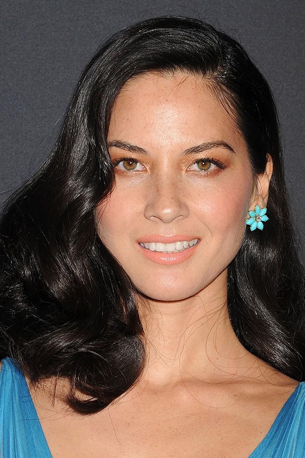 At the 2014 Costume Designers Guild Awards, Olivia Munn pairs her side-swept strands with a soft coral lip.