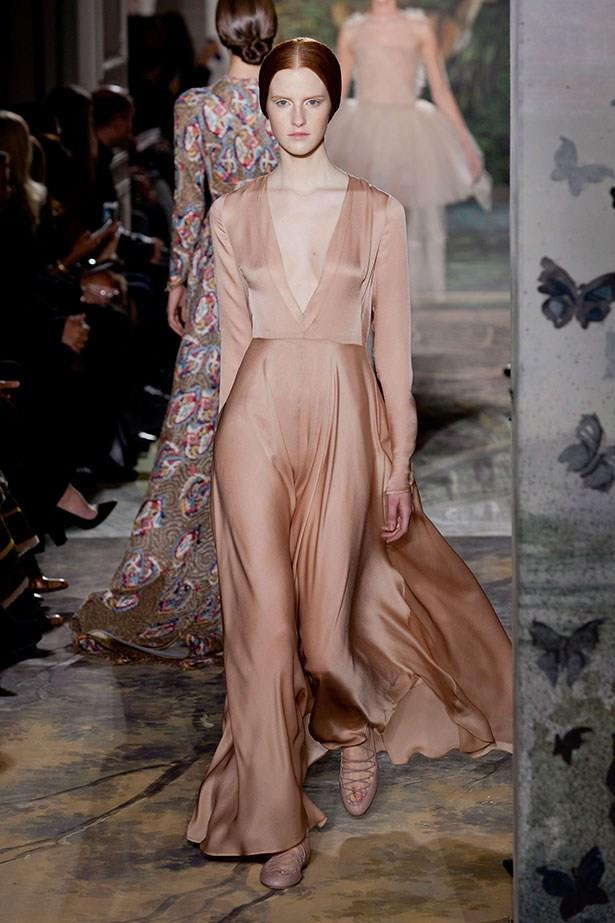 We all know Kim Kardashian is a fan of the deep-v plunge, and this rose gold Valentino gown from Haute Couture SS14 would have looked incredible against her skintone.