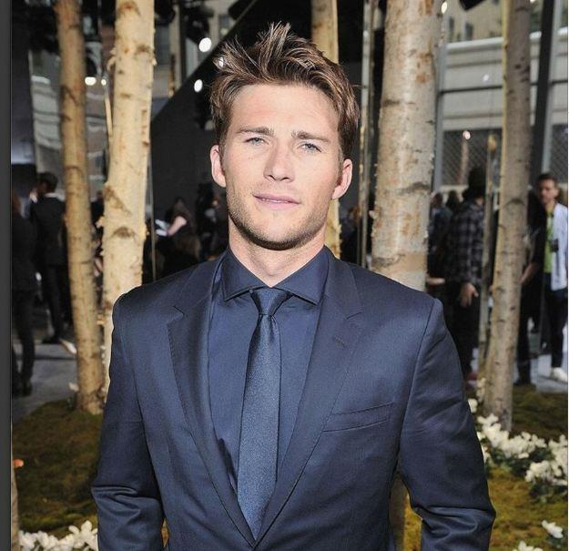 Scott Eastwood looking pretty damn good in a navy Boss suit at New York Fashion Week.