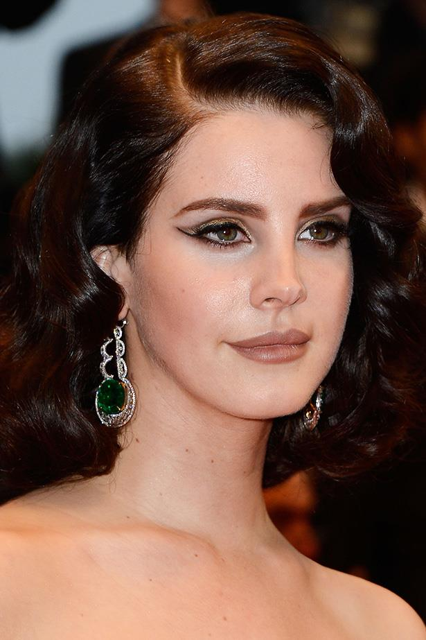 Del Rey gives Old Hollywood glamour an edgy twist with a pin curled 'do and graphic eyes.