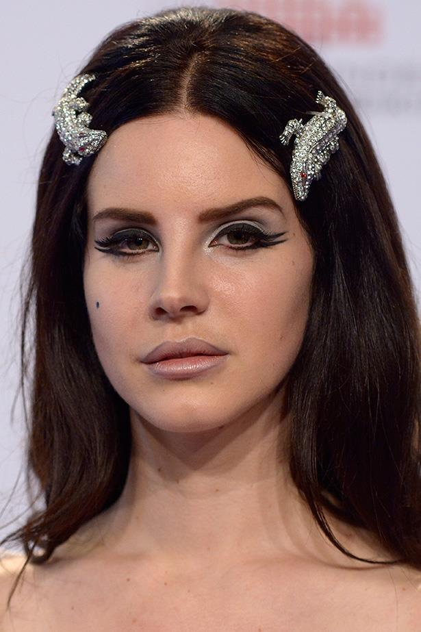 Lana wears dramatic double liner with statement brows and a light pink lip at the Echo Awards in Berlin.