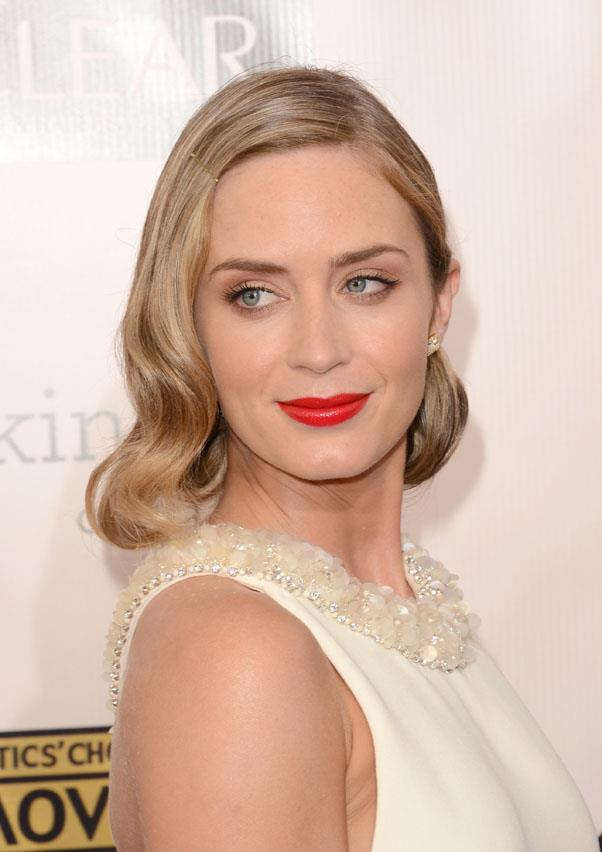 Example B: Blunt with a retro-inspired lip and wavy blonde bob at the 2013 Critic's Choice Awards.