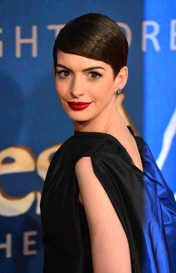 As a doe-eyed brunette, Anne Hathaway's brows and eyes really stood out, giving her a Audrey Hepburn-like look.