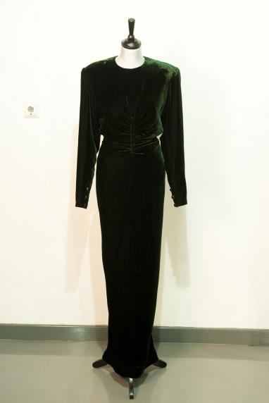 A Victor Edelstein dress worn by Princess Diana is up for auction.