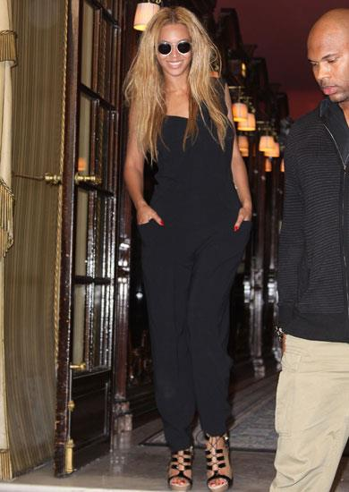 Beyonce spotted in Paris wearing Roland Mouret.