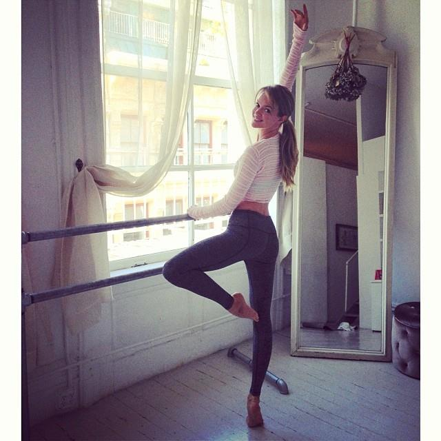 """<br>Said <strong>Mary Helen Bowers</strong>, founder of <strong><em>Ballet Beautiful</em></strong>: <br>""""The girls at Victoria's Secret, the way that they train, they're like professional athletes. They take their body so seriously and they train so hard, so they're really fun to work with. <br>""""They're eating really well, taking good care of their hair and skin, and body. It's the whole package. They're really toned. They're tough."""" <a href=""""http://www.harpersbazaar.com/beauty/health-wellness-articles/victorias-secret-model-workout"""">Harper's BAZAAR</a> <br><em>Photo: @lindsellingson</em>"""