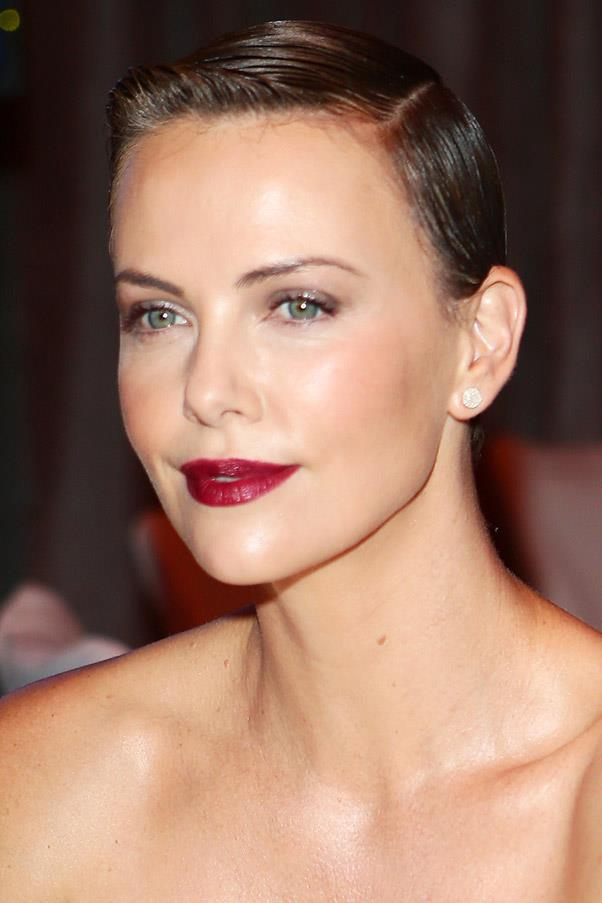 <strong>Charlize Theron</strong> <br>After shaving her hair off last year for a film role, Theron allowed her naturally dark hue to grow through.