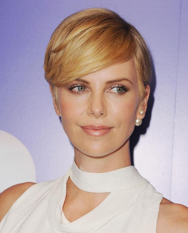 <strong>Charlize Theron</strong> <br>The 39 year old has since warmed up her pixie crop with creamy highlights.