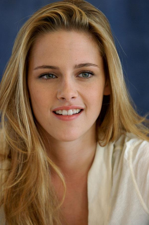 <strong>Kirsten Stewart</strong> <br>Before she launched into the spotlight as a Twilight star, Stewart opted for blonde highlights.