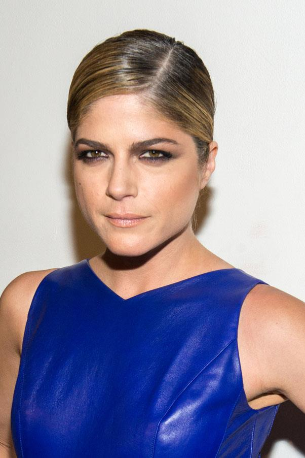 <strong>Selma Blair</strong> <br>But the actress recently debuted dark blonde highlights that really warms up her skintone.