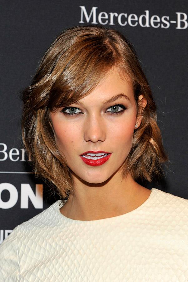 <strong>Karlie Kloss</strong> <br>Side-swept bangs are a perfect addition to a shaggy blunt cut.