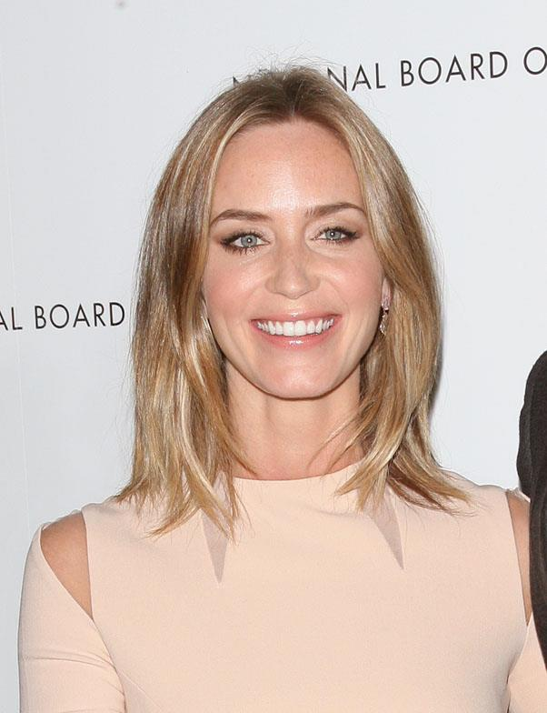 <strong>Emily Blunt/strong> <br>Blunt's face-framing layers perfectly complement her oval face.