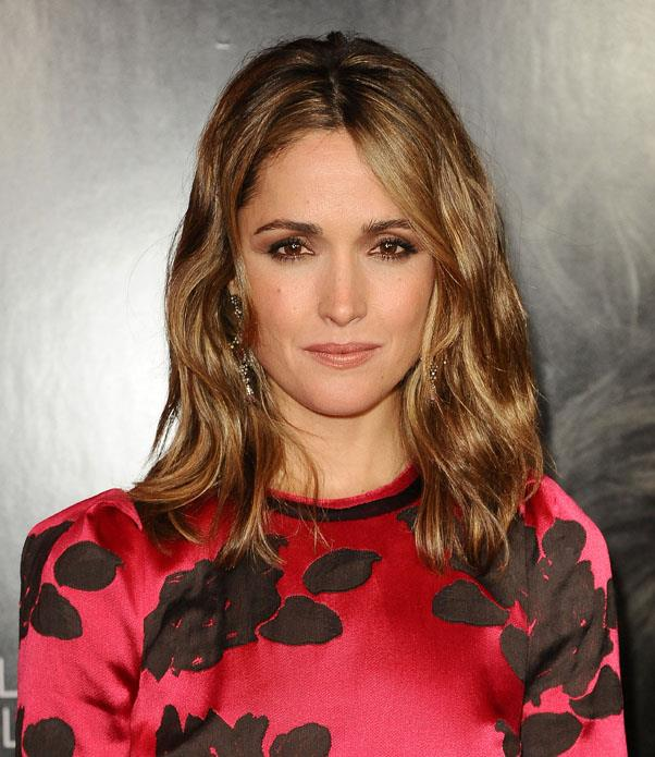 <strong>Rose Byrne</strong> <br>Show off shine-enhancing highlights with soft waves.