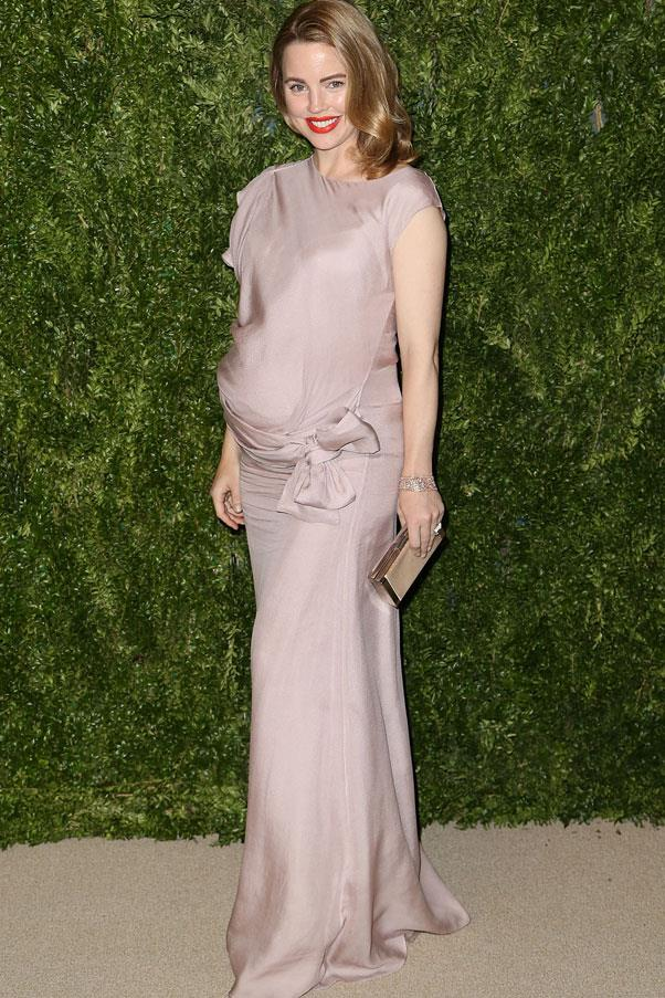 <strong>Melissa George</strong> <br>Cinching is key for elegant maternity looks, whether its under the bust, or under the bump.