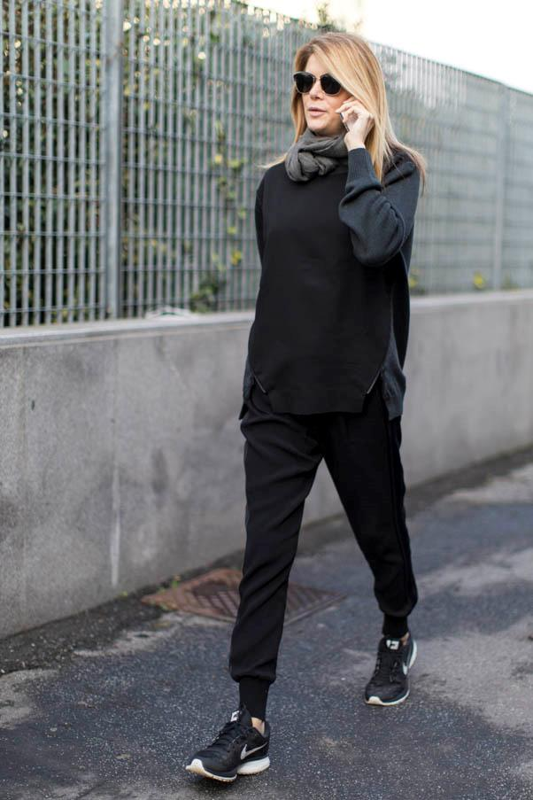 <strong>Kick it</strong> <br>Mix up your all-black uniform with a black pair of Nikes.