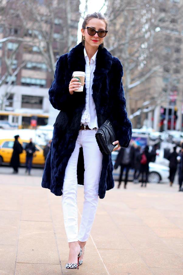 <strong>White jeans</strong> <br>A pair of heels and strong accessories will keep the look sharp and sophisticated.