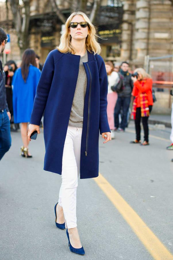 <strong>White jeans</strong> <br>Contrast with darker top layers and accessories - bold hues like this blue work, too.