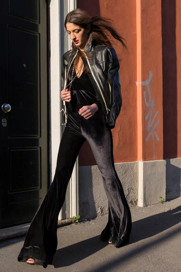 <strong>Flare out</strong> <br>An all-black look makes for a streamlined silhouette.