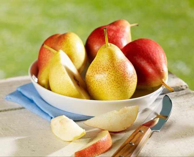 Ripe pears, peeled and sliced.