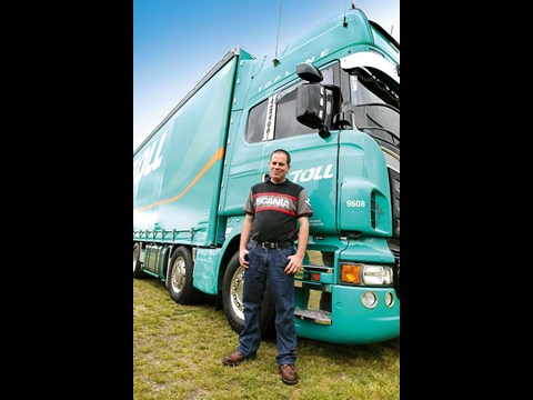 Scania V8 R730 truck feature