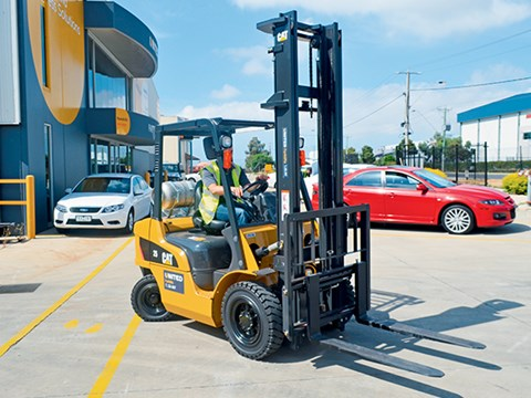 Cat GP25N LPG Forklift Review