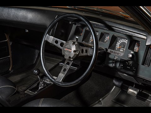 holden hq monaro dash