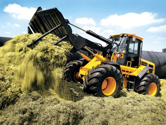 JCB-434S-on-silage.jpg