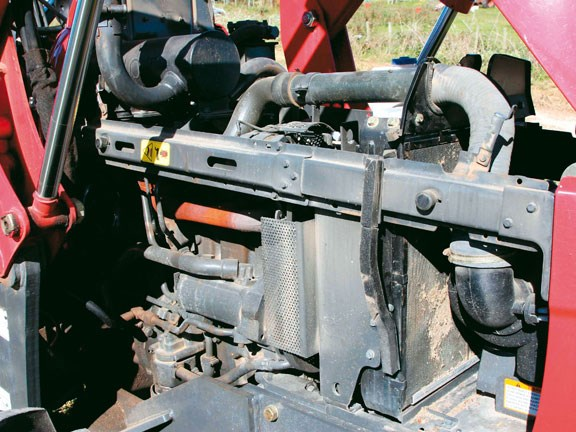 Mahindra-7520,-engine.jpg
