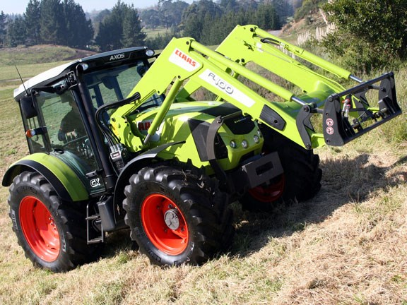 Claas-Axos-340,-action-#1--.jpg