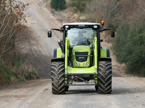 Claas-Axos-340,-action-#7-1.jpg